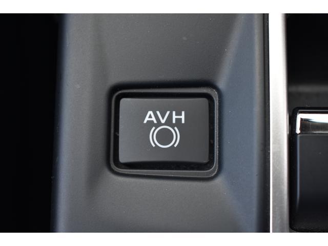 [AVH(オートビークルホールド)]停車した際、ブレーキペダルから足を離しても停止状態を維持します。信号待ち、渋滞、坂道など、日常のさまざまなシーンでドライバーの運転負荷を軽減します。
