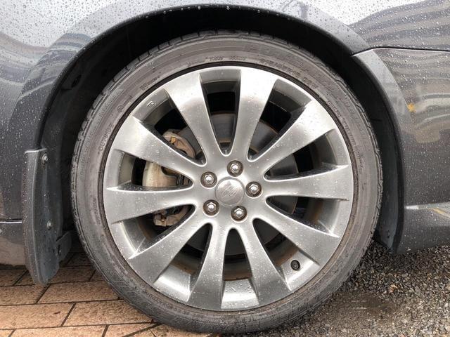 タイヤの溝もこの通り、まだまだ十分にありますよ!!