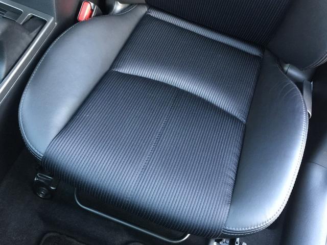 運転席・助手席に収納スペースがあるので手元にいろいろなものを入れておけます!!
