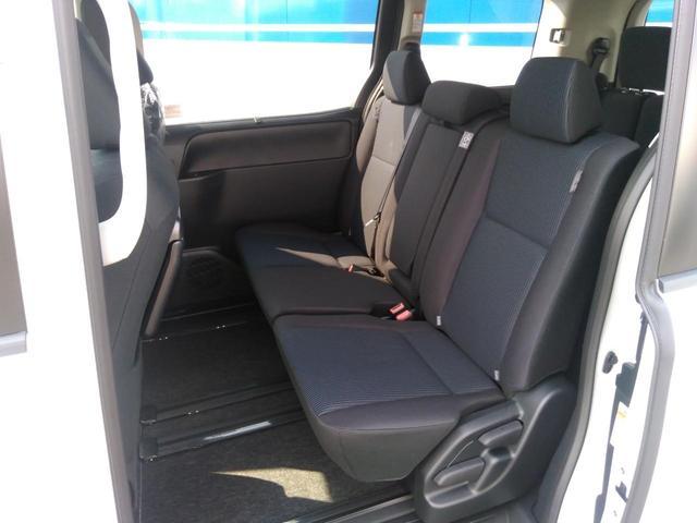 トヨタ ヴォクシー X 新車 両側電動スライドドア 8人乗り スマートキー