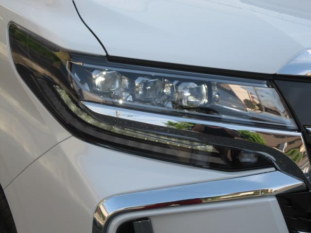 SR Cパッケージ 登録済未使用車 商品改良モデル 4WD 両側パワースライドドア ダブルサンルーフ付 電動革シート オットマン付 7人乗り/キャプテンシートディスプレイオーディオ バックカメラ 被害軽減システム(9枚目)