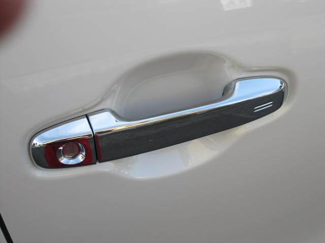 SR Cパッケージ 登録済未使用車 商品改良モデル 4WD 両側パワースライドドア ダブルサンルーフ付 電動革シート オットマン付 7人乗り/キャプテンシートディスプレイオーディオ バックカメラ 被害軽減システム(26枚目)