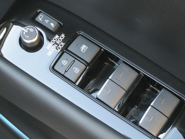 SR Cパッケージ 登録済未使用車 商品改良モデル 4WD 両側パワースライドドア ダブルサンルーフ付 電動革シート オットマン付 7人乗り/キャプテンシートディスプレイオーディオ バックカメラ 被害軽減システム(55枚目)