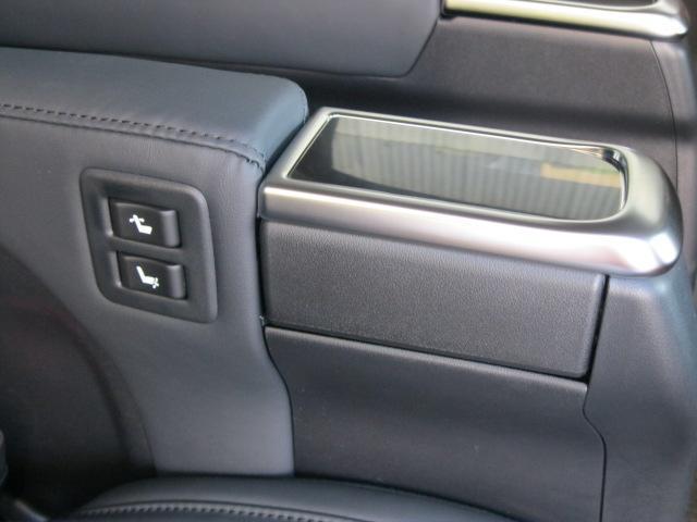 SR Cパッケージ 登録済未使用車 商品改良モデル 4WD 両側パワースライドドア ダブルサンルーフ付 電動革シート オットマン付 7人乗り/キャプテンシートディスプレイオーディオ バックカメラ 被害軽減システム(61枚目)