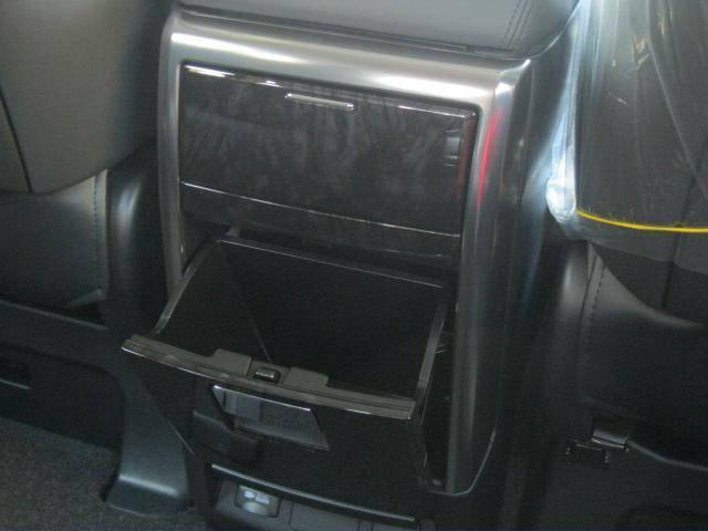 SR Cパッケージ 登録済未使用車 商品改良モデル 4WD 両側パワースライドドア ダブルサンルーフ付 電動革シート オットマン付 7人乗り/キャプテンシートディスプレイオーディオ バックカメラ 被害軽減システム(62枚目)