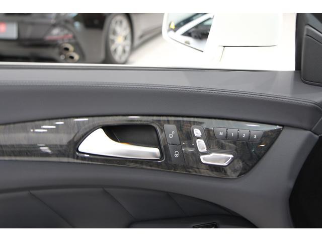 ★シート調整などは、ドアの内側で調整可能です★