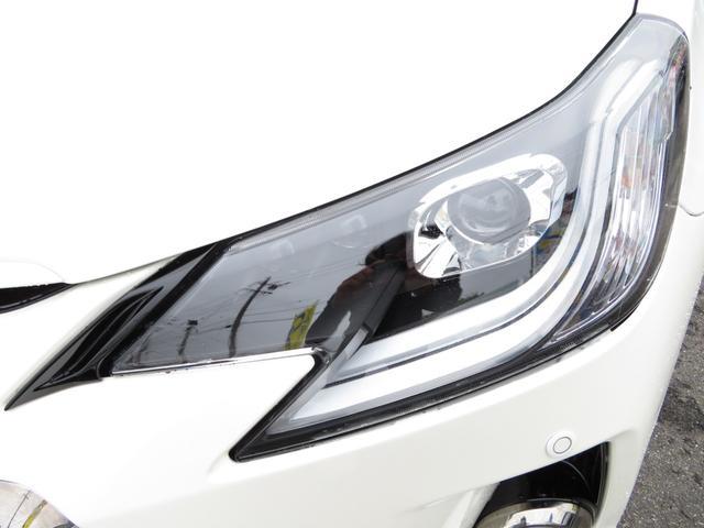 ヘッドライトはファイバーLEDポジションランプが点灯する迫力あるヘッドライトにカスタム済みです!