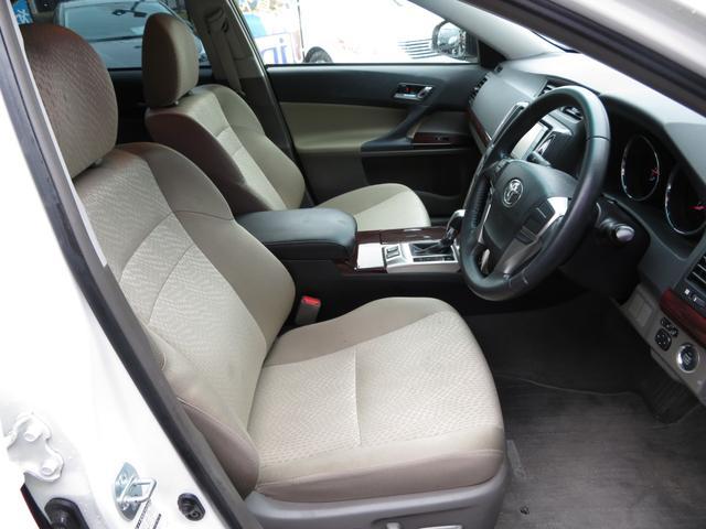内装は、明るいベージュ内装で明るい車内を演出してくれます!