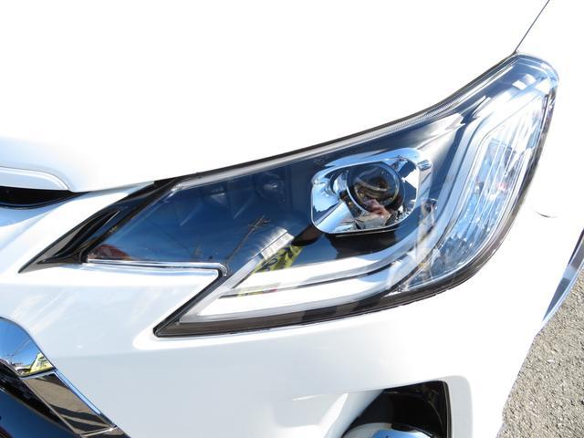 ヘッドライトはファイバーLEDポジションランプが点灯する迫力ある3眼ヘッドライトにカスタム済みです!