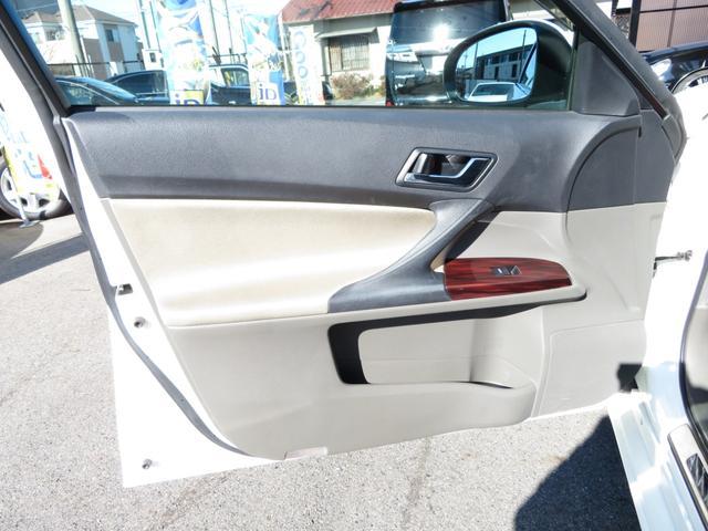 助手席ドアの内張りの状態も程度よくキープされております!