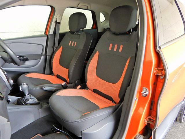 程良いホールド感のあるフロントシートは、高速走行でも安心して身を任せる事ができます!