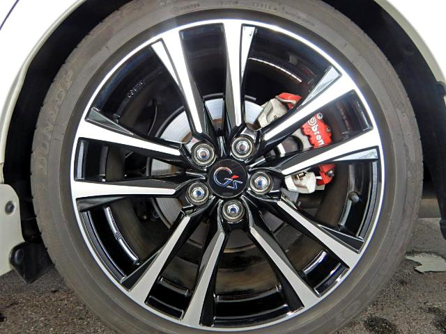 G's専用純正タイヤ・ホイールになります。純正アルミホイール(ブラック/ポリッシュ)装着です。車両のデザインに非常にマッチしたアルミのデザインになりますね♪
