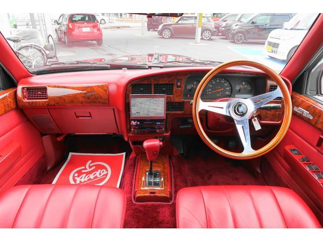 ★製造過程がほとんど手作業で仕上げられたトヨタ社の技術の結晶!! 本体価格はなんと800万もしたお車ですよ! 内装は赤を基調としたおしゃれなデザイン♪★