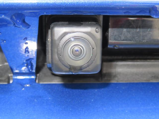 慣れない駐車も安心のバックカメラ付き