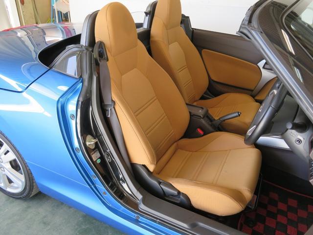 運転席・助手席バケットシートです。
