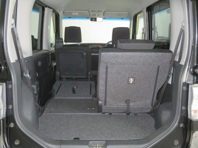 左右別々にスライド&格納できるリヤシート!リクライニングも御好きな位置に設定できて便利です。