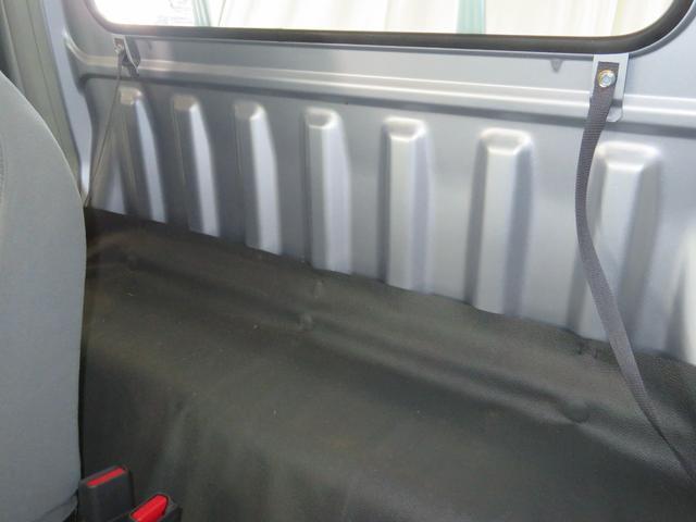 シート後部にも荷物が収納できます。