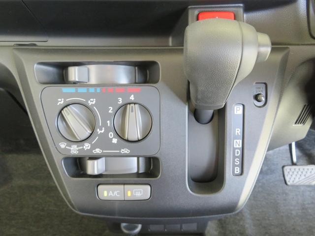 マニュアルエアコンが付いて快適ドライブ