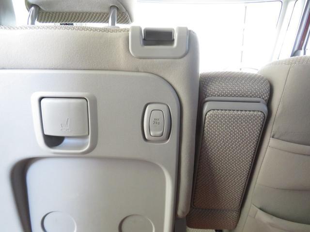 助手席後ろに小物フック有ります。(MAX3kg)
