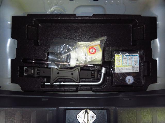 X キーフリー 純正CDチューナー 純正アルミホイール 盗難警報 プッシュエンジンスタータ 純正カーペットマット(11枚目)