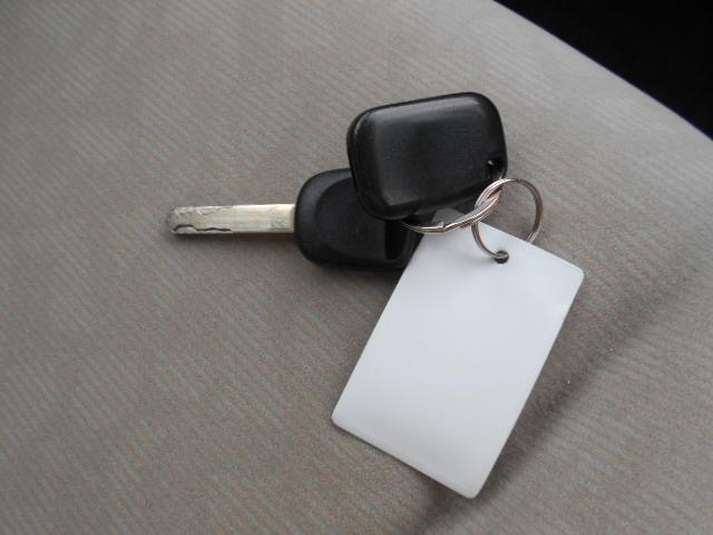 ☆グローブボックスの中に車検証や保険証券・メンテナンスノートを入れておくと必要な際にすぐに取り出せるので便利ですよ♪車検証ケースは当店専用のモノで電話番号も記載してますので是非お気軽にお問合せ下さい♪