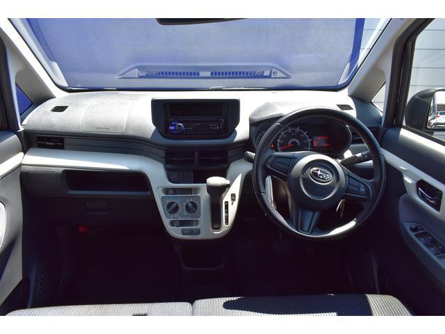 ドライバーを中心とした操作しやすく機能的なインテリア。ステアリング、シフト操作操作がいかなる時で的確に行えます。