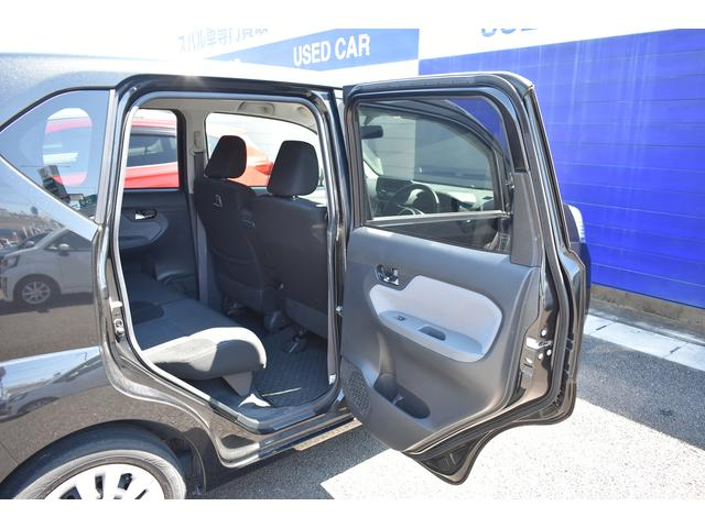 後席開口部です。大きく開くことにより様々なご年齢・体格・荷物のお客様に快適な乗降を提供致します。