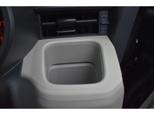 運転席カップホルダーは様々な形に対応いたします