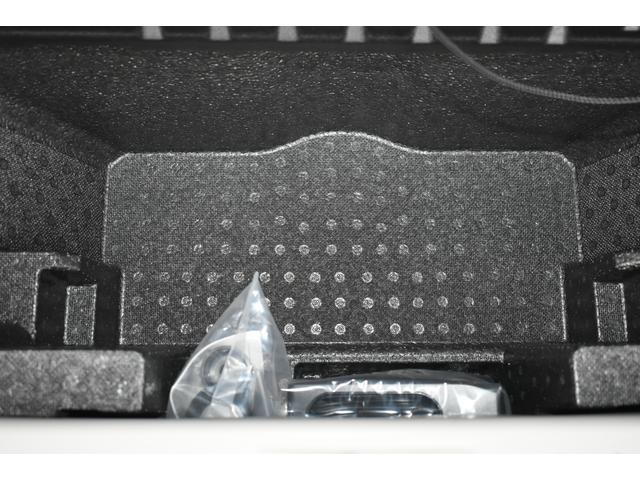 サブトランクにはパンク修理キット搭載しております。