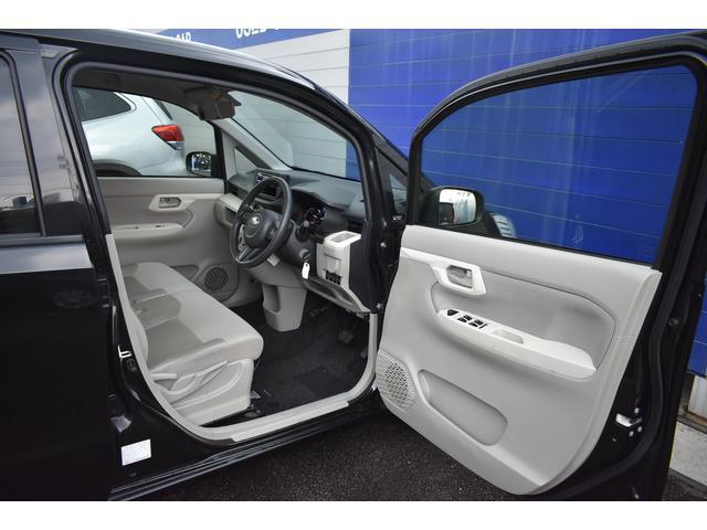 運転席開口部です。大きく開くことにより様々なご年齢・体格・荷物のお客様に快適な乗降を提供致します。