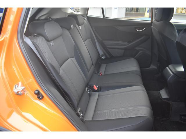 後席はひざ前に十分な広さを確保。大人がラクに座れるゆとりを実現