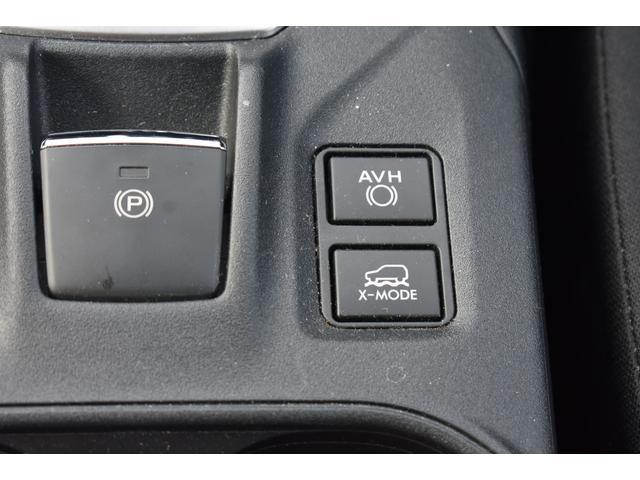 ーキングブレーキをスイッチひとつで作動・解除できる電動パーキングブレーキ。発進時はアクセルを踏むだけで解除できます。