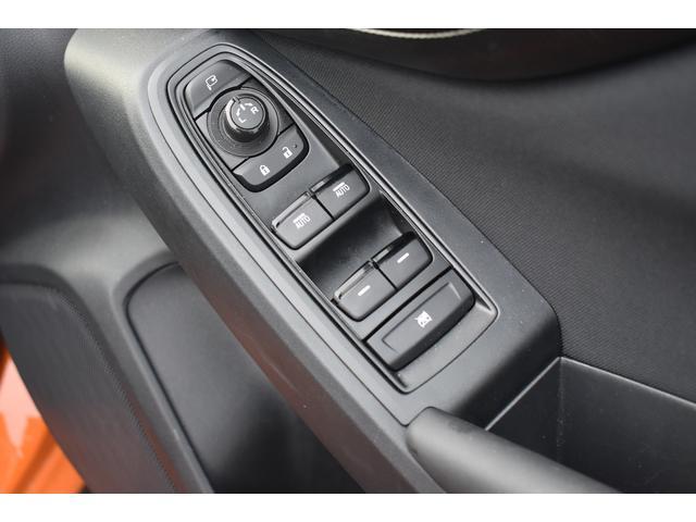 運転席側のパワーウインドウスイッチはドアミラーの細かい角度調整、パワーウィンド操作も運転席で行えます。