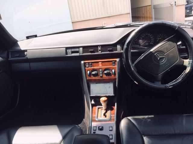 320E ディーラー車 AMGマフラー 黒レザー(19枚目)