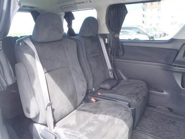 後部座席も広々、ゆったりくつろげます