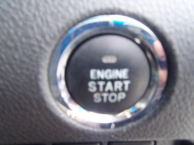 スマートキーさえ持っていればキーを取り出さなくても押すだけで簡単にエンジンが掛かるのでとても便利ですよ。