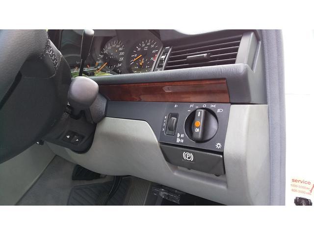 E320ステーションワゴン 右ハンドル 記録簿控え グレーファブリックシート張り替え済 足回りブッシュ交換済 キーレス ウーハー付きシステムサウンド 天井張り替え済 ミシュランタイヤ新品交換済(18枚目)