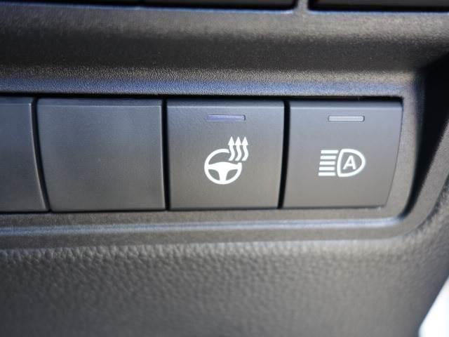 HYBRID Z ステアリングヒーター ブラインドスポット パノラミックビュー ハーフレザー シートヒーター パワーシート レーダークルーズ トヨタセーフティS オートハイビーム(10枚目)