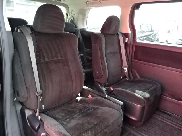 セカンドシートの状態も良好です!5人乗っても十分の広さなのでレジャーや旅行にもオススメの一台です!