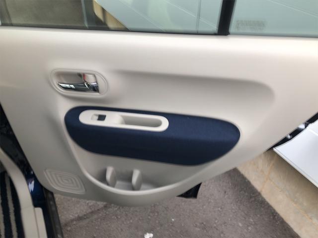 後ろの席のドアです! 外装と同じ色のワンポイントあり!!