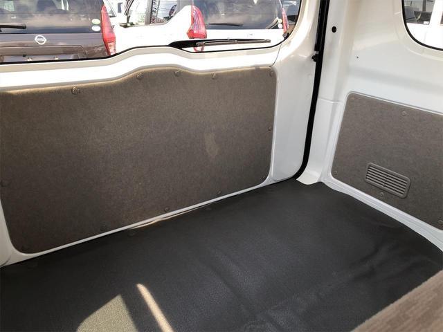 トランクを開けるとこんな感じになります!!とても広いので使い勝手がいいですよ♪