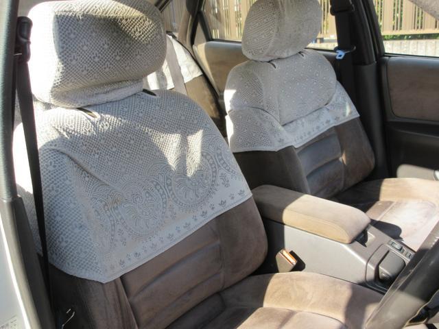 フロントシートにはなんとハーフレースシート付です。