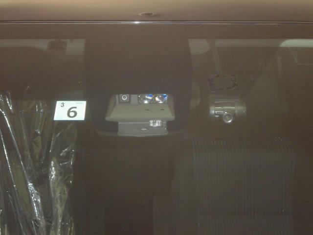 ZS 煌 4WD フルセグ メモリーナビ DVD再生 バックカメラ 衝突被害軽減システム ETC ドラレコ 両側電動スライド LEDヘッドランプ ウオークスルー 乗車定員8人 3列シート ワンオーナー(11枚目)
