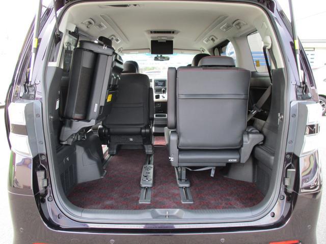 3列シートがございます。とっさに必要なときに大活躍!必要ではないときにはシートアレンジして、荷室が広くできます。