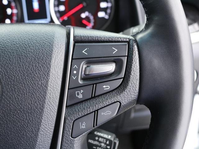 【車線逸脱警報装置】カメラで車線を認識し、 車両がその線を踏み越える可能性があると判断すると、ドライバーに注意を促します!