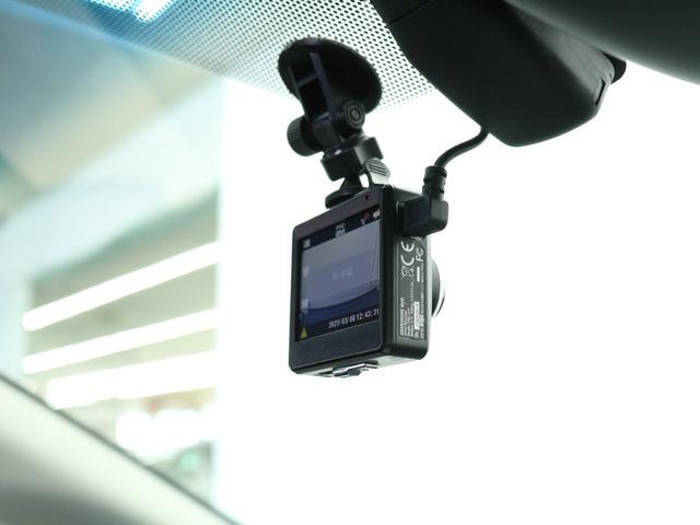【ドライブレコーダー】自分自身の安全運転向上にもなり、万が一の事故の際に確かな証拠能力を発揮してくれます。また、旅行先などの風景撮影など思い出の保存に利用できます。