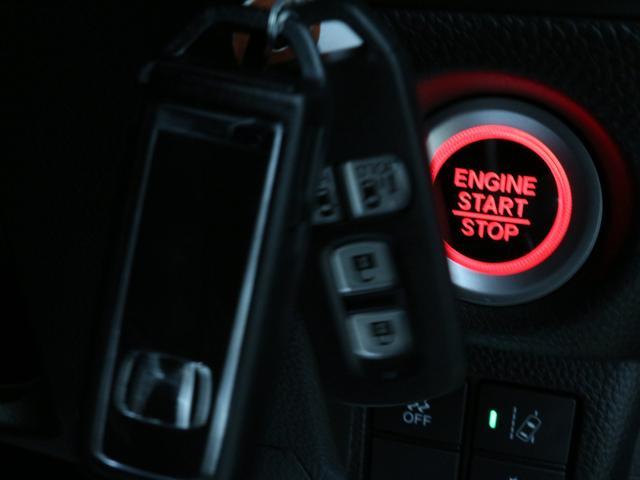 【スマートキー】ポケットやバッグに入れたままの状態で、ドアの開閉からエンジンスタートまでスマート出来ます♪鍵を探す手間も省けますし、夜間や雨の日は特に重宝します。