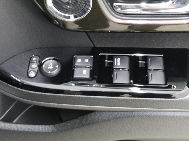 【電動格納ドアミラー】狭い駐車場で大活躍!ボタン1つで自動で格納します。ひと手間が減る嬉しい機能です。