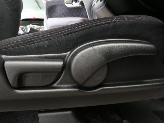 【シートリフター】お乗りになる方に合わせてドライブシートの座面の高さをお好みの位置に調整できます!自分の目線にあった高さに調整して安全で快適なドライブを・・・。