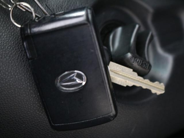 【キーフリーシステム】キー差込み操作なしにドアの解錠・施錠から、エンジンの始動・停止まで行えます!運転席ドア外側40〜80cmの距離へ近づくと、ドアを自動解錠するので、施錠忘れの心配がなくなります。